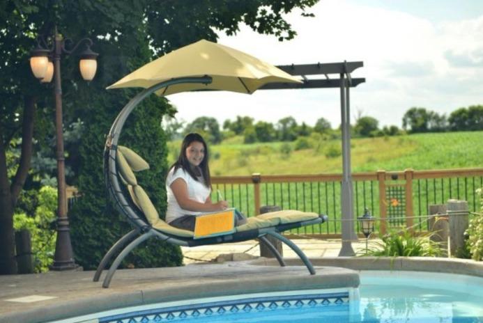 zahradní povovka Vivere u bazénu